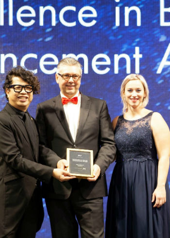 De 'Excellence in Brand Advancement Award' goes to…